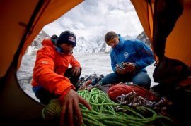 David Lama and Peter Ortner packing.